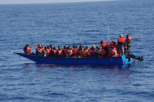 Ca. 45 Personen auf diesem Holzboot: Unser Schiff sollte so eine Situation jederzeit beherrschen können!